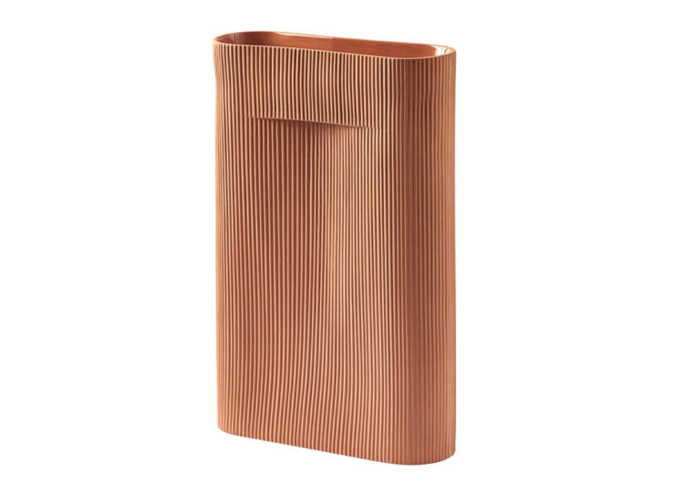 est living in good company muuto ridge vase terracotta 750x540