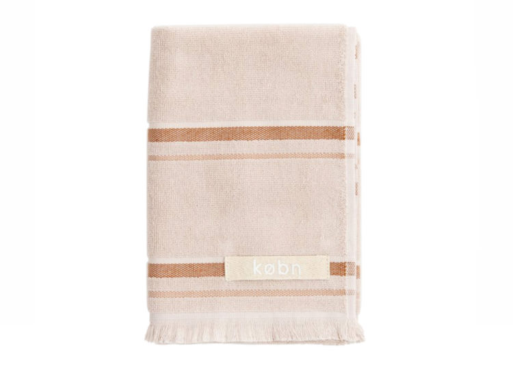 est living kobn shell hand towel 2 750x540