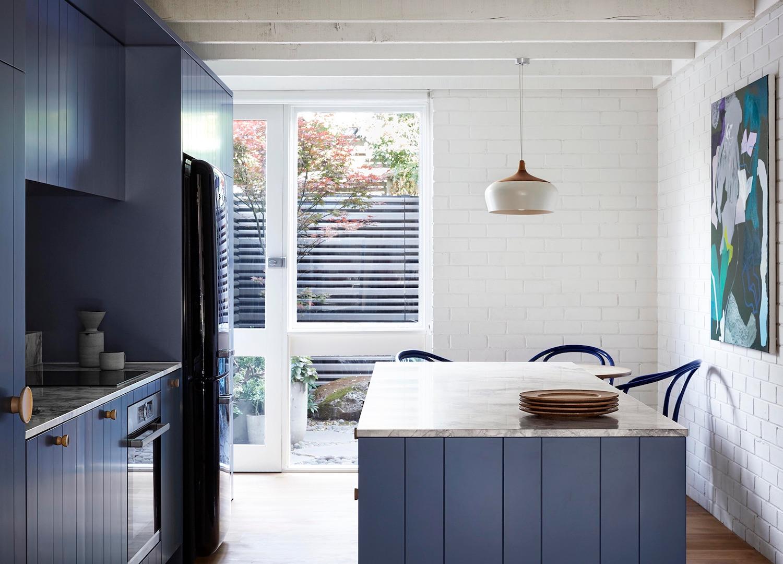 est living compact kitchens fitzroy north townhouse lisa breeze 3 1