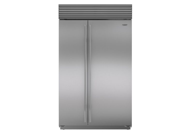 Sub-Zero Classic Series Side-by-Side Refrigerator/Freezer with Internal Dispenser