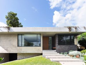 Mid-century House by Alexandra Kidd Design