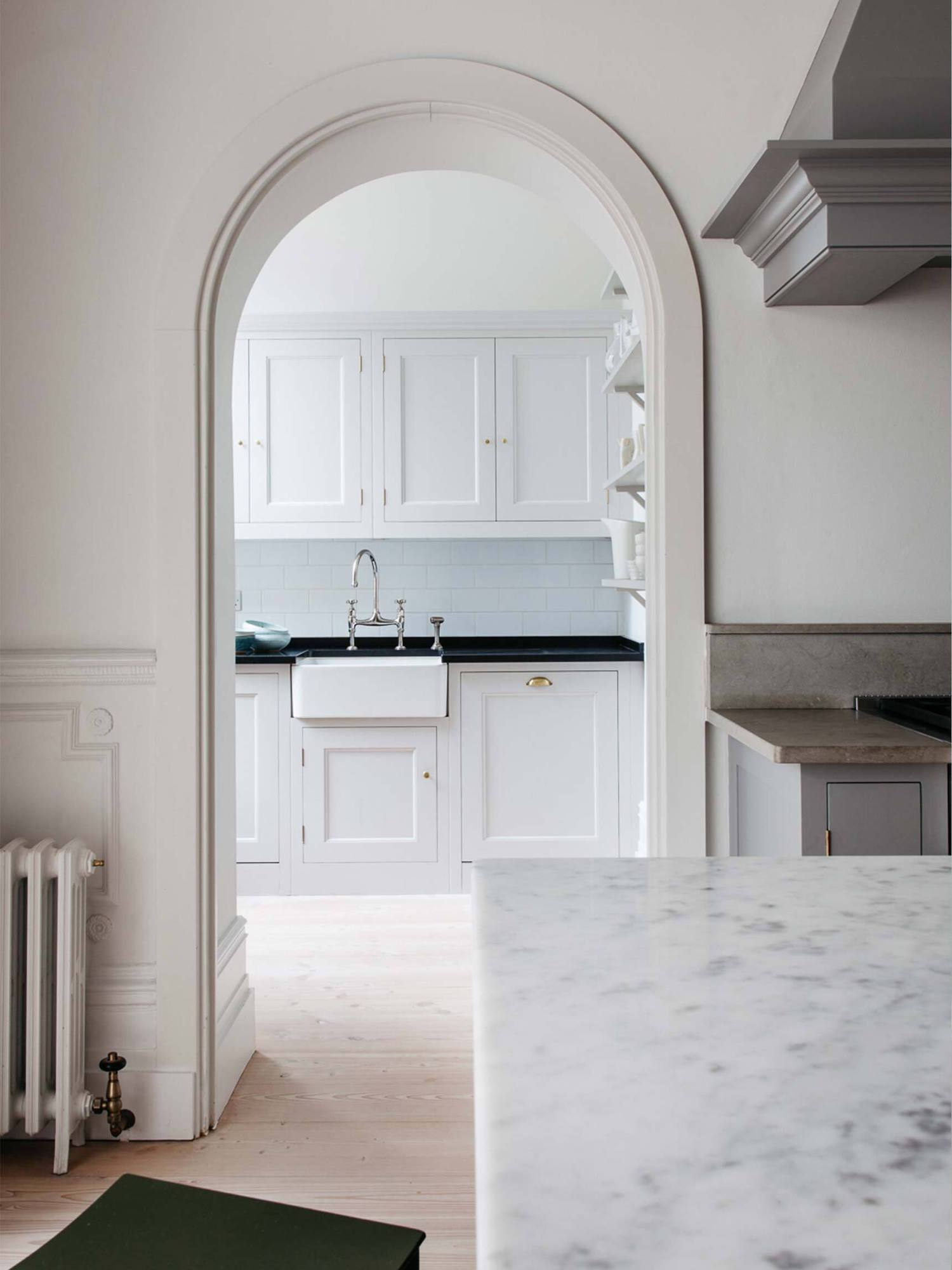 est living plain english kitchen 03