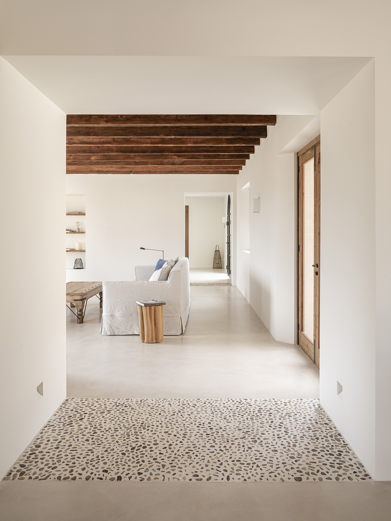 OD House by Montis Sastre Arquitectura
