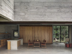 Embracing Nature in an Architectural Hideaway